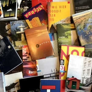 tijdschriften, boeken, folders en kaarten